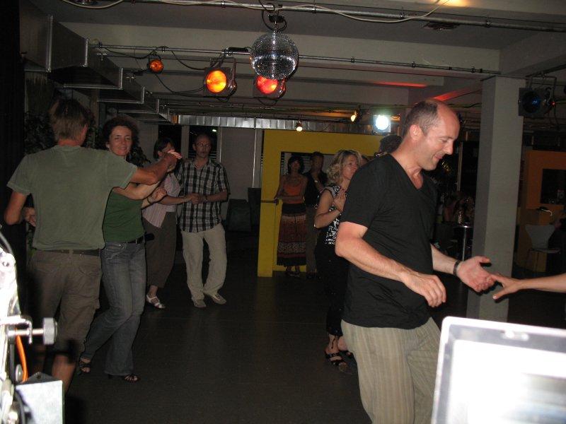 http://www.tanzen-im-schwanen.de/wb/media/Diverse_Fotos_Salsa/090729_SalsaPractica_Fotogalerie/IMG_2235.JPG