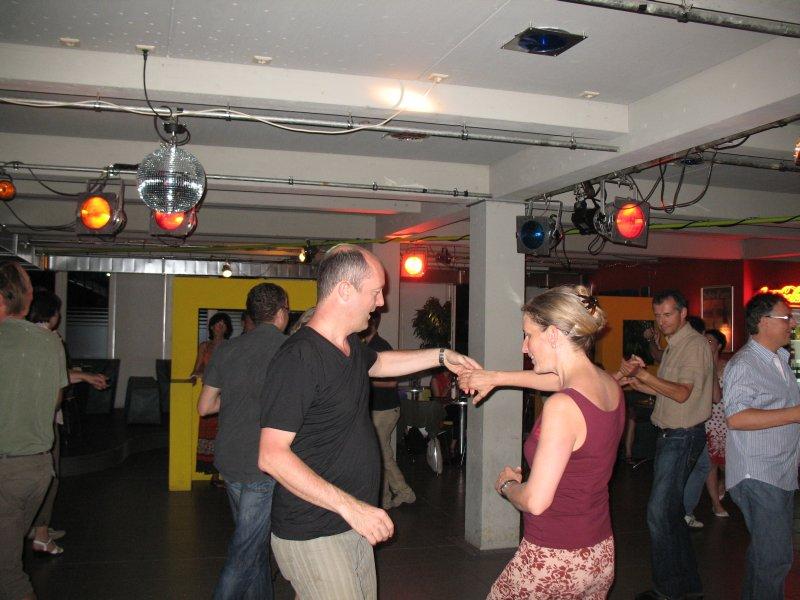 http://www.tanzen-im-schwanen.de/wb/media/Diverse_Fotos_Salsa/090729_SalsaPractica_Fotogalerie/IMG_2236.JPG