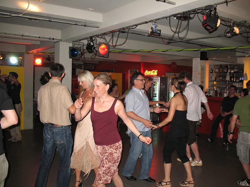 http://www.tanzen-im-schwanen.de/wb/media/Diverse_Fotos_Salsa/090729_SalsaPractica_Fotogalerie/IMG_2237.JPG