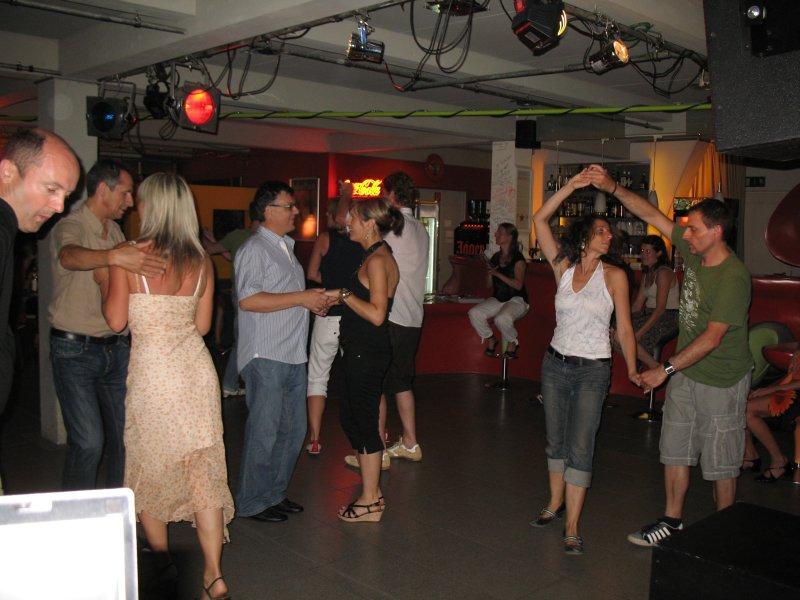 http://www.tanzen-im-schwanen.de/wb/media/Diverse_Fotos_Salsa/090729_SalsaPractica_Fotogalerie/IMG_2238.JPG
