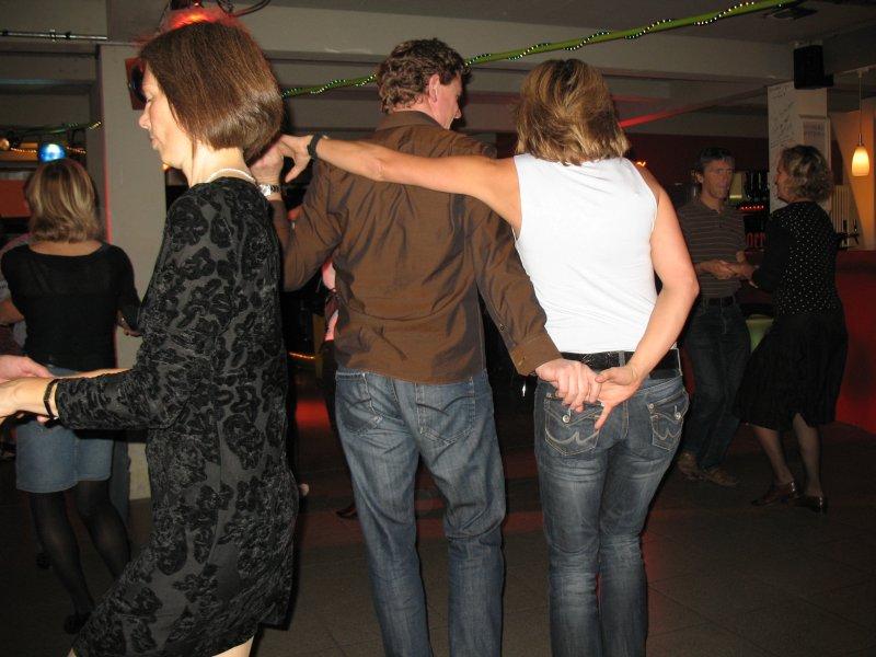 http://www.tanzen-im-schwanen.de/wb/media/Diverse_Fotos_Salsa/091028_SalsaPractica_Fotogalerie/IMG_3041.JPG