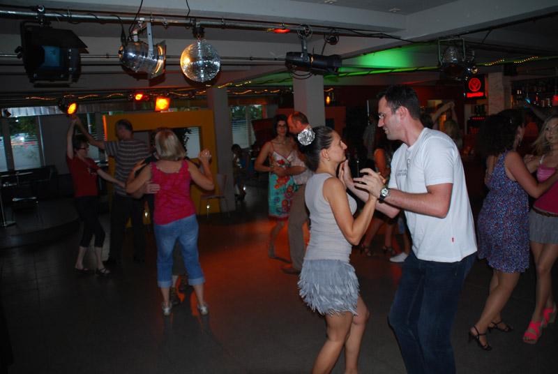 http://www.tanzen-im-schwanen.de/wb/media/Diverse_Fotos_Salsa/120725_SalsaPractica_Fotogalerie/0725_208.jpg