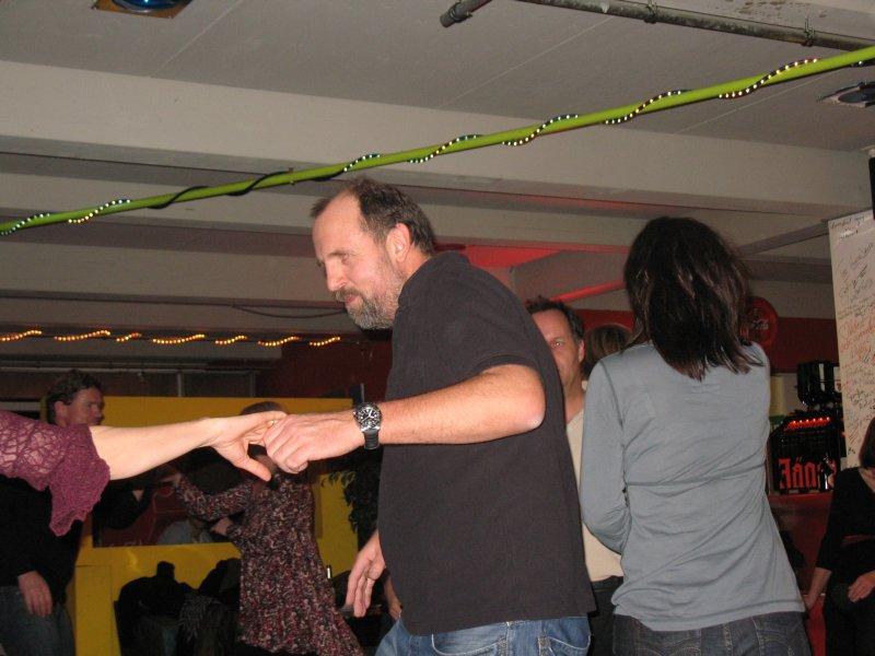 http://www.tanzen-im-schwanen.de/wb/media/Fotogalerien/101117_Salsa_Practica/IMG_8048.JPG