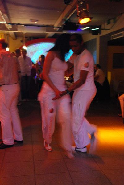 http://www.tanzen-im-schwanen.de/wb/media/Fotogalerien/110309_Salsa__Kizomba_in_White/3-11_52_kl.jpg