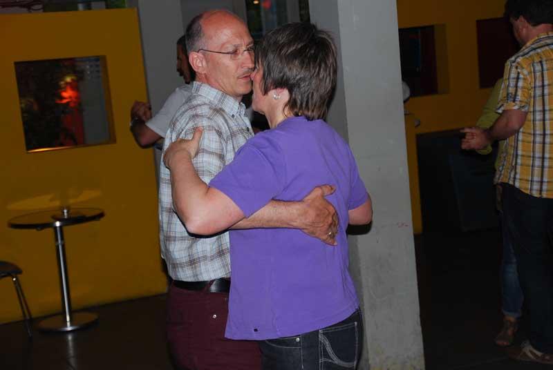 http://www.tanzen-im-schwanen.de/wb/media/Fotogalerien/130507_Abschl_StLat/050713_66.jpg