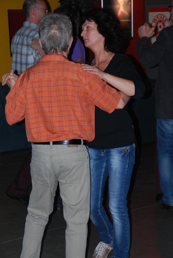 http://www.tanzen-im-schwanen.de/wb/media/Fotogalerien/130507_Abschl_StLat/050713_70.jpg