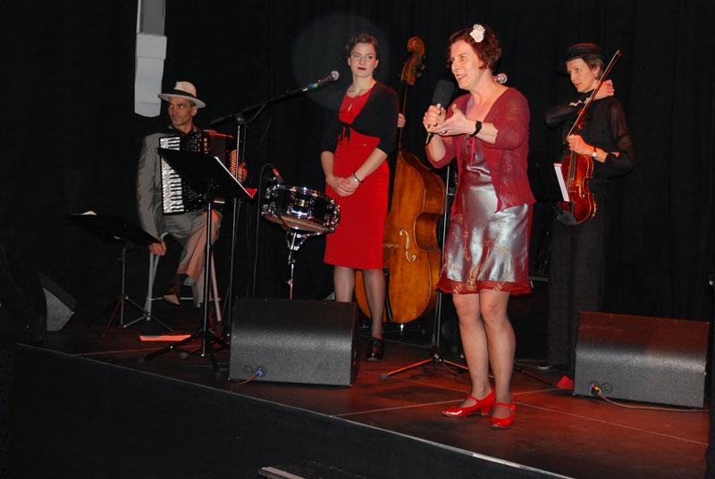 http://www.tanzen-im-schwanen.de/wb/media/Fotogalerien/140215_TangoBluesSwingFest/140215_3.JPG