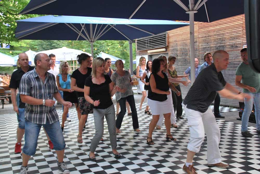 http://www.tanzen-im-schwanen.de/wb/media/Fotogalerien/140716_Salsa_Practica/140716_37.jpg